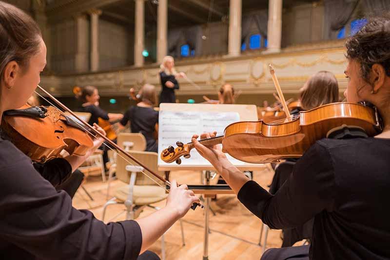 Actuación de una orquesta de la Comunidad Valenciana. Imagen cortesía de la FSMCV.