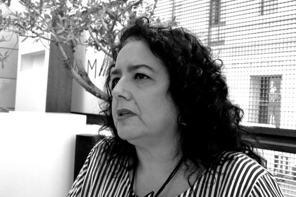 Begoña Martínez, responsable de la Galería Aural de Alicante, en un momento de la entrevista. Foto: Merche Medina.