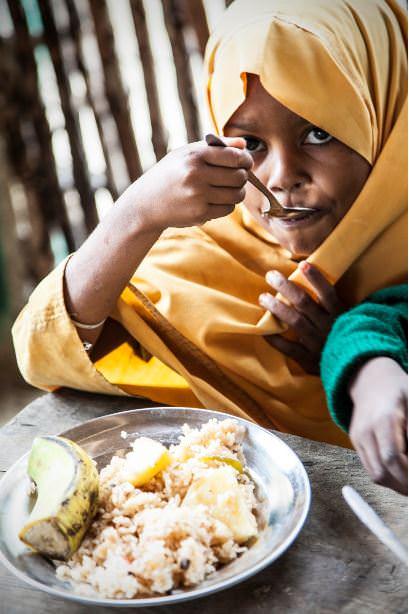 Una de las niñas de la escuela de Lamu. Fotografía cortesía de Monia Antolini