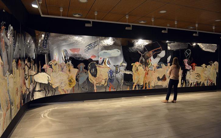 Vista de la gran pieza que abre la exposición de Uiso Alemany. Imagen cortesía de Fundación Bancaja.