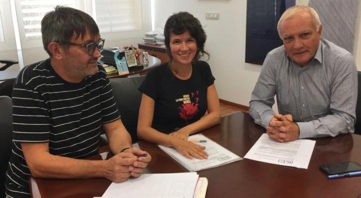 Rafa Tormo, Lluci Juan y Albert Girona durante un instante de la reunión. Fotografía cortesía de AVVAC.