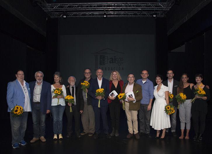 Foto de familia del acto de presentación de los libros de la colección Memoria de la Escena Española. Imagen cortesía de Fundación Aisge.