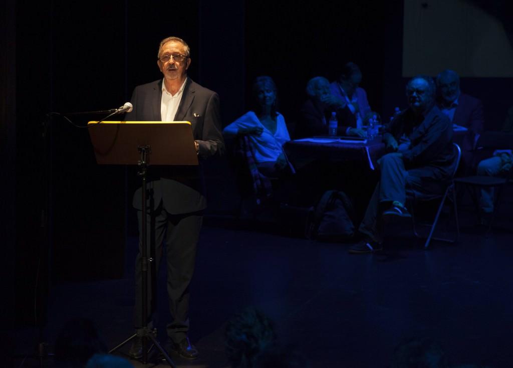 Paco Sanchis durante su alocución en la Sala Russafa. Imagen cortesía de Fundación Aisge.