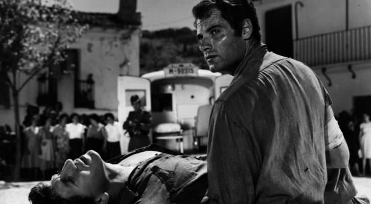 Paco Rabal en una escena de la película 'Llegaron dos hombres' (César Fernández Ardavín y Arne Mattsson, 1959).
