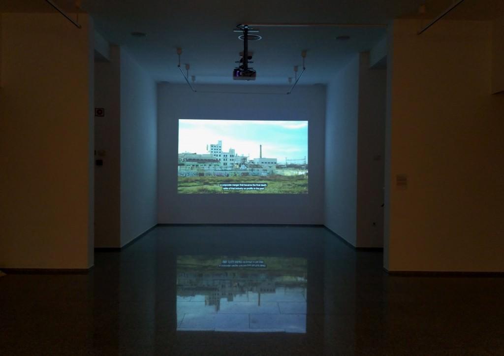 Vista de la exposición 'Disyuntivas poéticas para pensar el presente'. Imagen cortesía del Consorci de Museus.