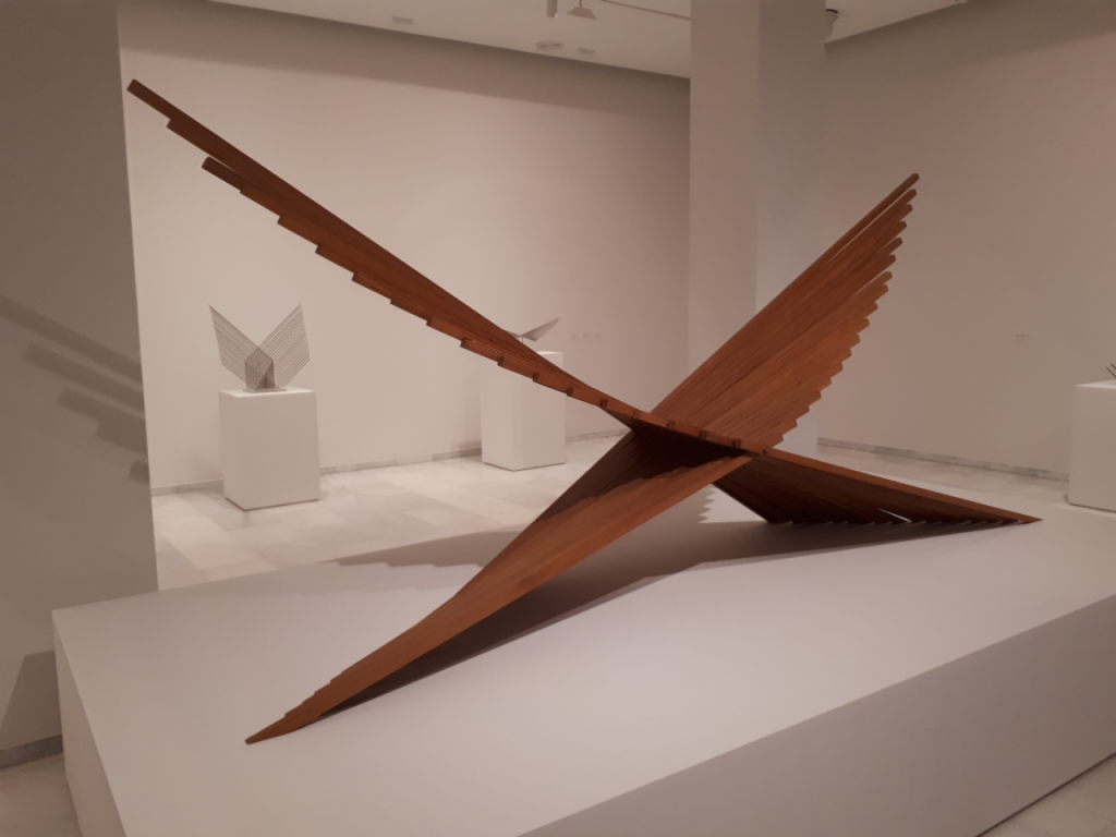 Vista de la exposición 'Alfaro. Laboratorio de formas escultóricas' en Fundación Bancaja.
