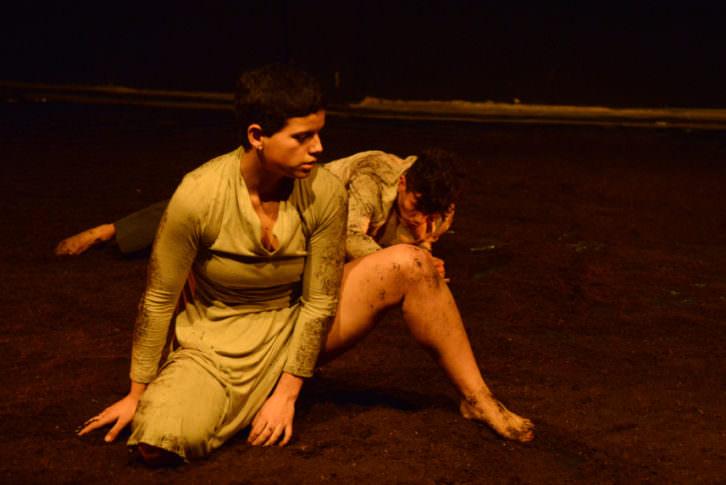 Fotografía de la obra 'Aquí Gritarán los Muertos' Cortesía de la compañía Migro Danza.