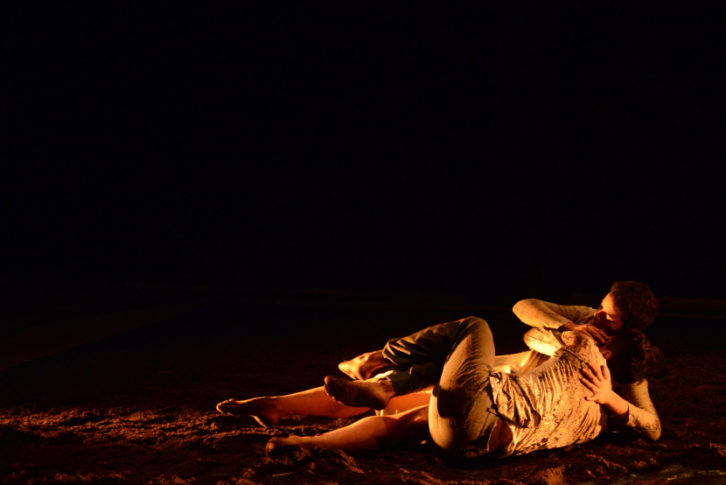 Fotografía de la obra 'Aquí Gritarán los Muertos'. Cortesía de la compañía Migro Danza