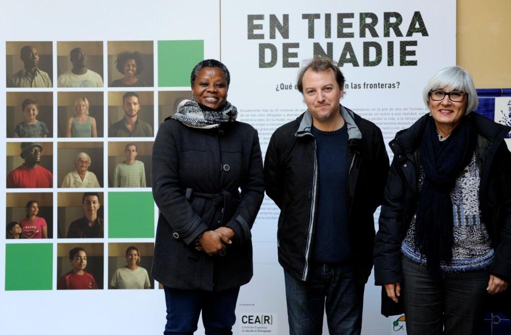 Representantes institucionales en la inauguración de la exposición 'En tierra de nadie'. Imagen cortesía de la Beneficència