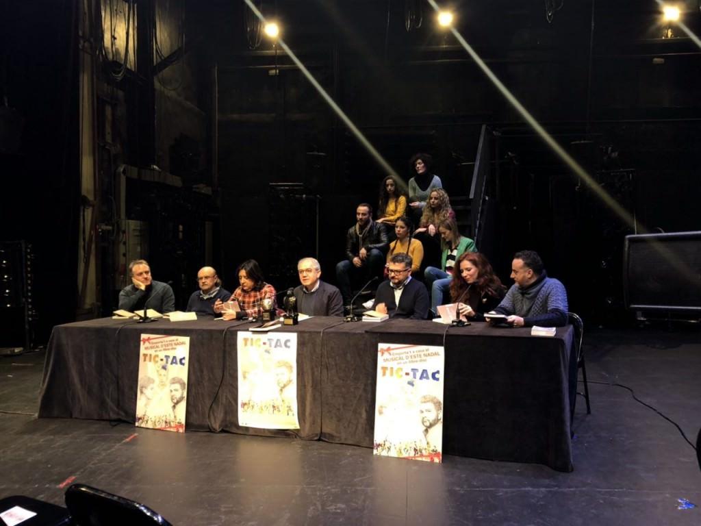 Responsables del espectáculo Tic-Tac durante su presentación  en el Teatro Principal de Valencia. Imagen cortesía del Institut Valencià de Cultura.