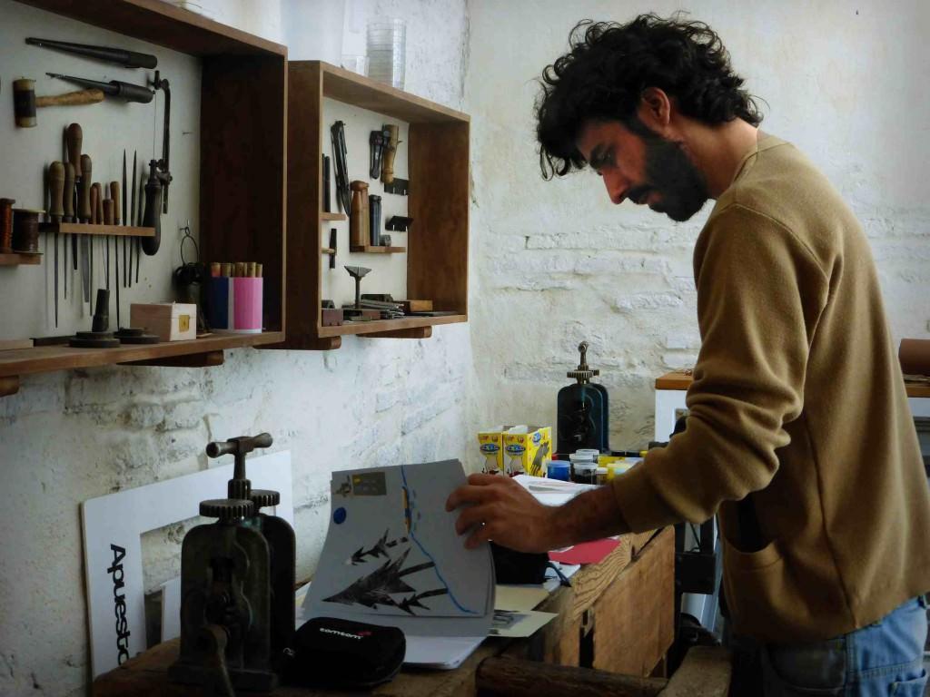 Imagen del artista Pablo Caracol, autor del cartel de la 54 Fira del Llibre de València. Fotografía cortesía de los organizadores.