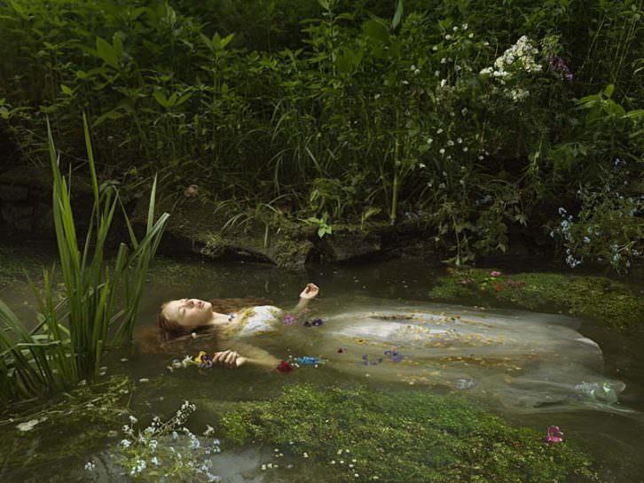 Ophelia, de Julia Fullerton-Batten, por cortesía de Cámara Oscura.