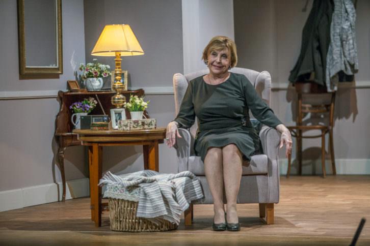María Luisa Merlo en 'Conversaciones con mamá'. Imagen cortesía de Teatro Flumen.