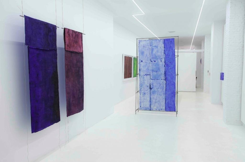 Vista de la exposición 'Sumergidos', de Luis Moscardó. Imagen cortesía de Galería Punto.
