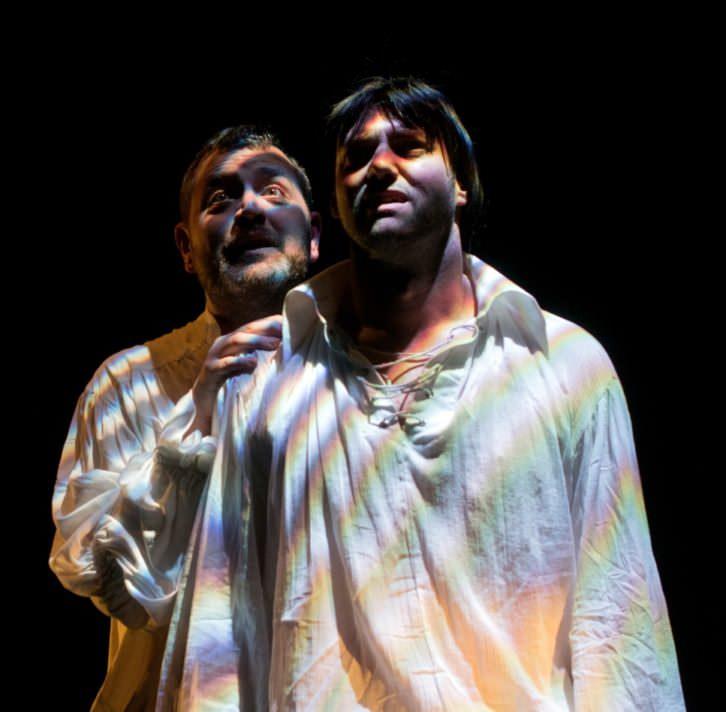 Jerónimo Cornelles (izquierda) y Rafa Alarcón, en 'El limpiaculos del rey'. Imagen cortesía de Sala Russafa.