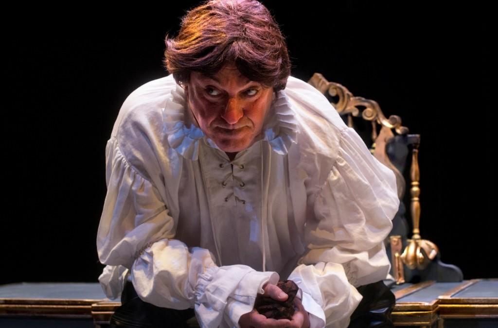 Chema Cardeña, en 'El limpiaculos del rey'. Imagen cortesía de Sala Russafa.