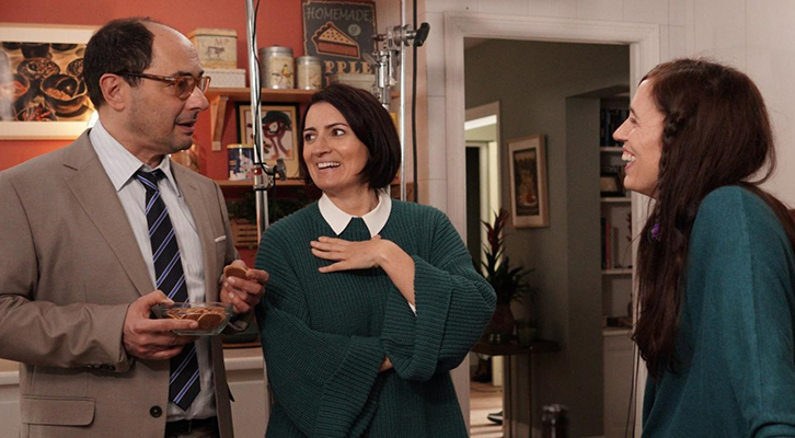 Imagen: cortesía por Filmafinitty. Fotograma de rodaje del film, en que encontramos a los protagonistas con la directora.
