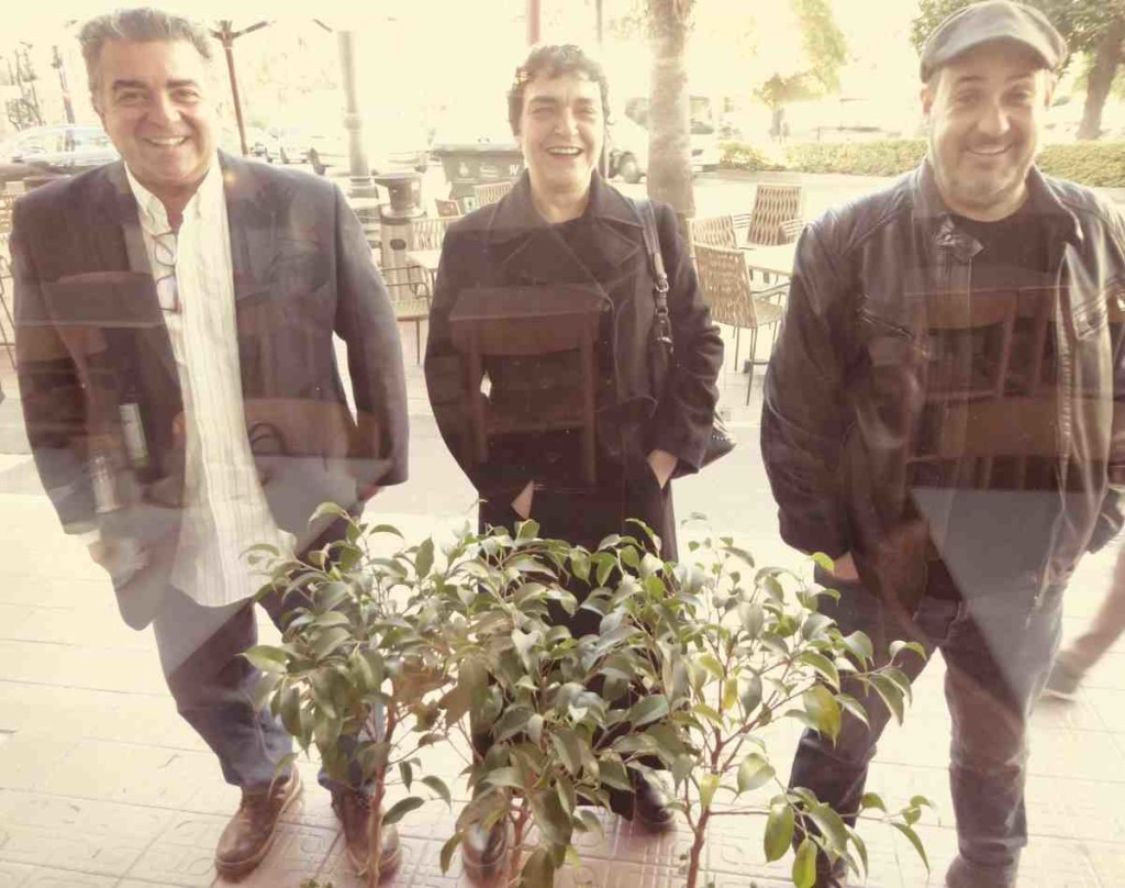 De izquierda a derecha, Nacho Agrait, Mavi Escamilla y Carlos Domingo, una vez concluida la entrevista.