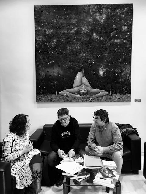 Gloria Tello, Rafael Tormo y Emilio Gallego durante la reunión celebrada en la sede de la concejalía de Cultural del Ayuntamiento de València. Fotografía cortesía de AVVAC.