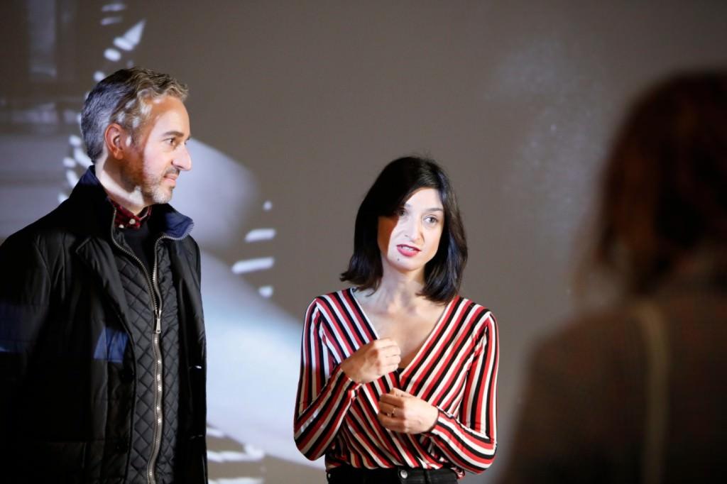 Diana Guijarro, comisaria de la exposición, junto a José Luis Pérez Pont, director del Centre Carme. Imagen cortesía del Centre del Carme.