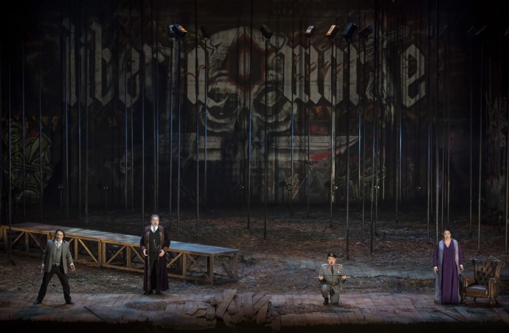 Il masnadieri, de Giuseppe Verdi. Fotografía de Mikel Ponce y Miguel Lorenzo por cortesía de Les Arts.