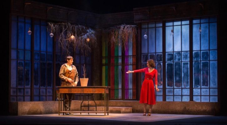 Carmelo Gómez y Ana Torrent durante un instante de 'Todas las noches de un día'. Fotografía cortesía de Teatro Olympia.