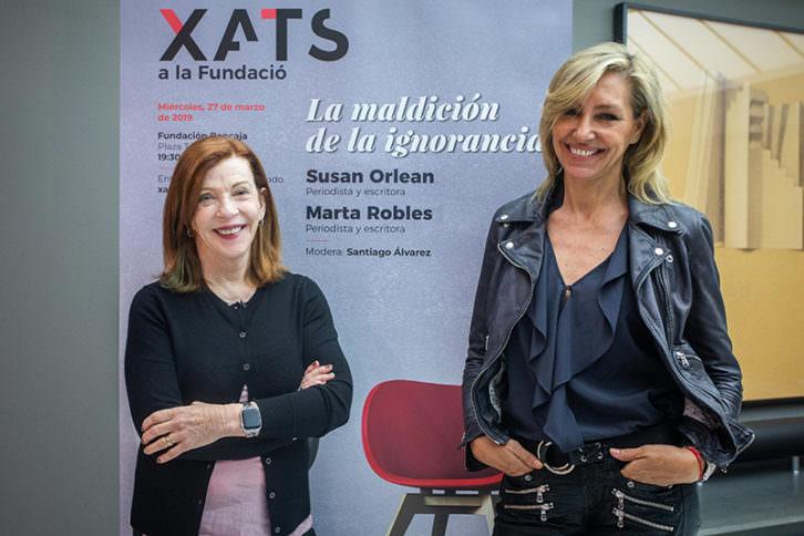 Susan Orlean (izda) y Marta Robles en los Xats a la Fundació. Imagen cortesía de la Fundación Bancaja.