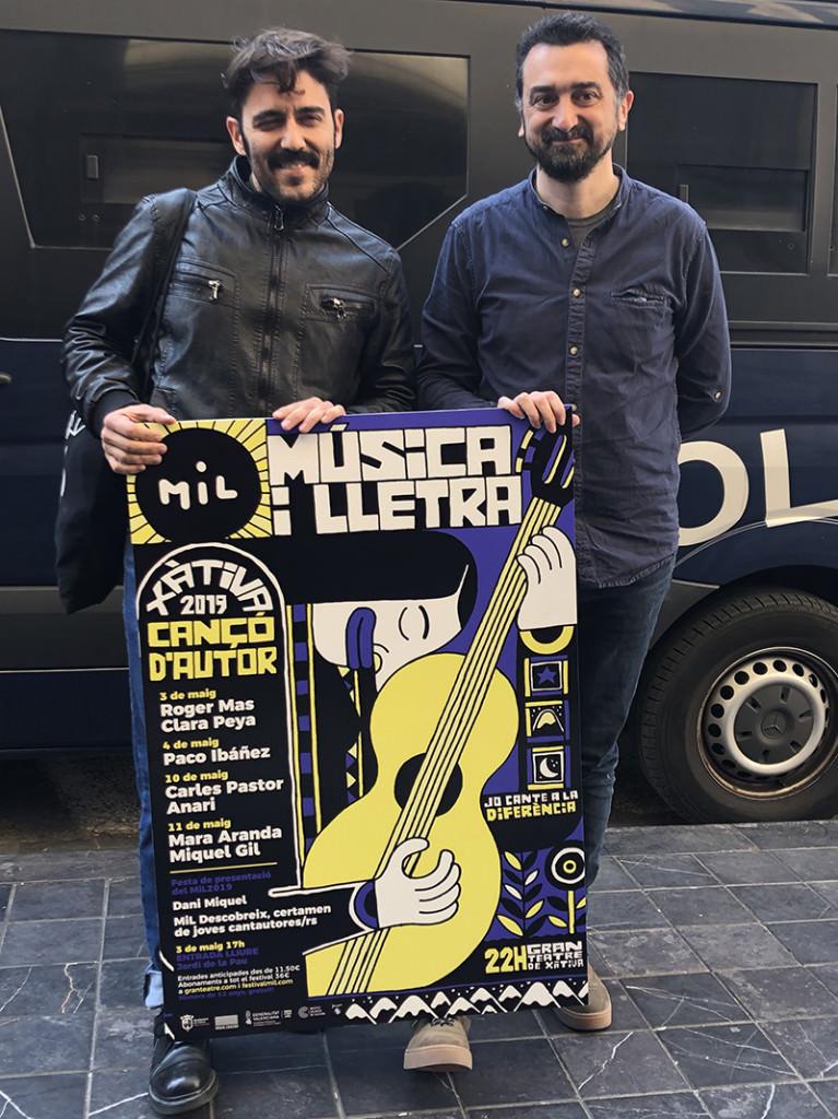con el cartel del festival MiL. Imagen cortesía de la organización.