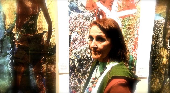 La artista Silvia Mercé durante un instante de la inauguración de 'Algunas especies raras' en Color Elefante. Fotografía: Jose Ramón Alarcón.