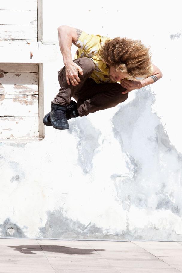 Imagen del espectáculo 'Keep Going', de la compañía de danza La Macana. Fotografía de Gorka Bravo, cortesía de Dansa València.