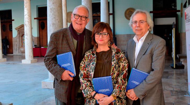 De izda a dcha, Fernando Delgado, Carmen Amoraga y Antonio Ariño. Imagen cortesía de La Nau.
