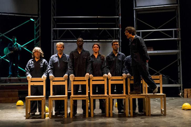 Escena de 'Tot Explota', de Carla Chillida. Imagen cortesía del Institut Valencià de Cultura.