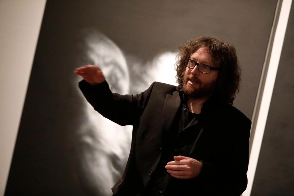 Josep Tornero en su exposición 'La desaparición de las luciérnagas'. Imagen cortesía del Centre del Carme.