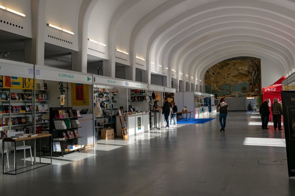 El Hall Séneca, de la Antigua Estación de Autobuses, acoge la 49 edición de la Feria del Libro de Alicante. Fotografía cortesía de los organizadores.