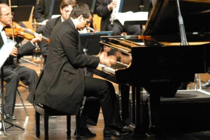 El pianista marroquí Marouam Benabdallh protagoniza el ciclo #Artesdelmediterráneo, que se celebrará el 22 de mayo en el Centre del Carme.