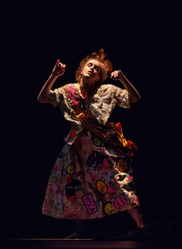 Un instante de la propuesta coreográfica 'Fucking Stage'. Fotografía cortesía de Dansa València.