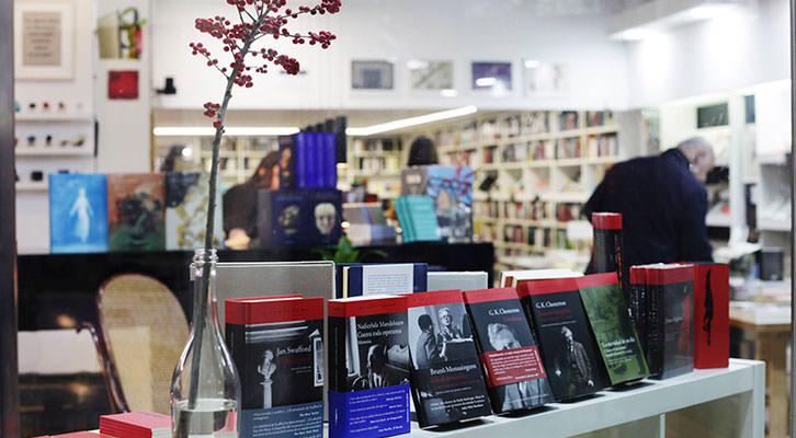 Librería Ramón Llull, literaria y primaveral