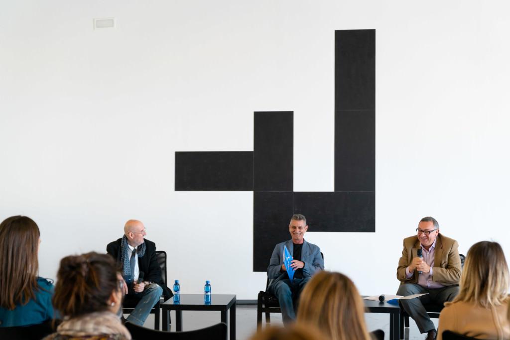 Momento de la presentación de la muestra Seu, de José Sanleón. Imagen cortesía de La Marina.
