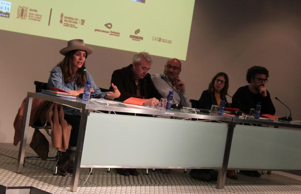 De izda a dcha, Laura Silleras, Amador Griñó, Xavier Rius, Noa de la Torre y Pablo Brezo. Imagen cortesía del MuVIM.
