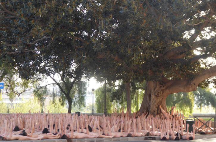 Performance fotográfica de Spencer Tunick en Valencia. Foto: Begoña Siles