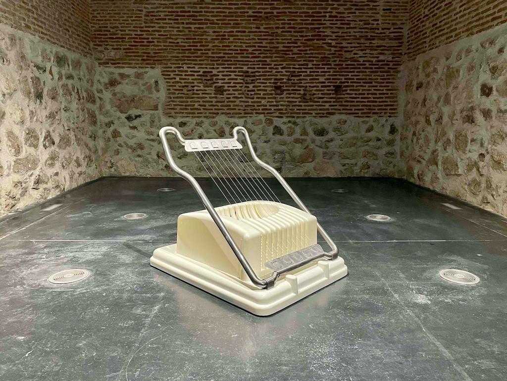 'Slicer', de Mona Hatoum. Fotografía cortesía de MadBlue Summit y del Centro de Cultura Contemporánea Conde Duque.