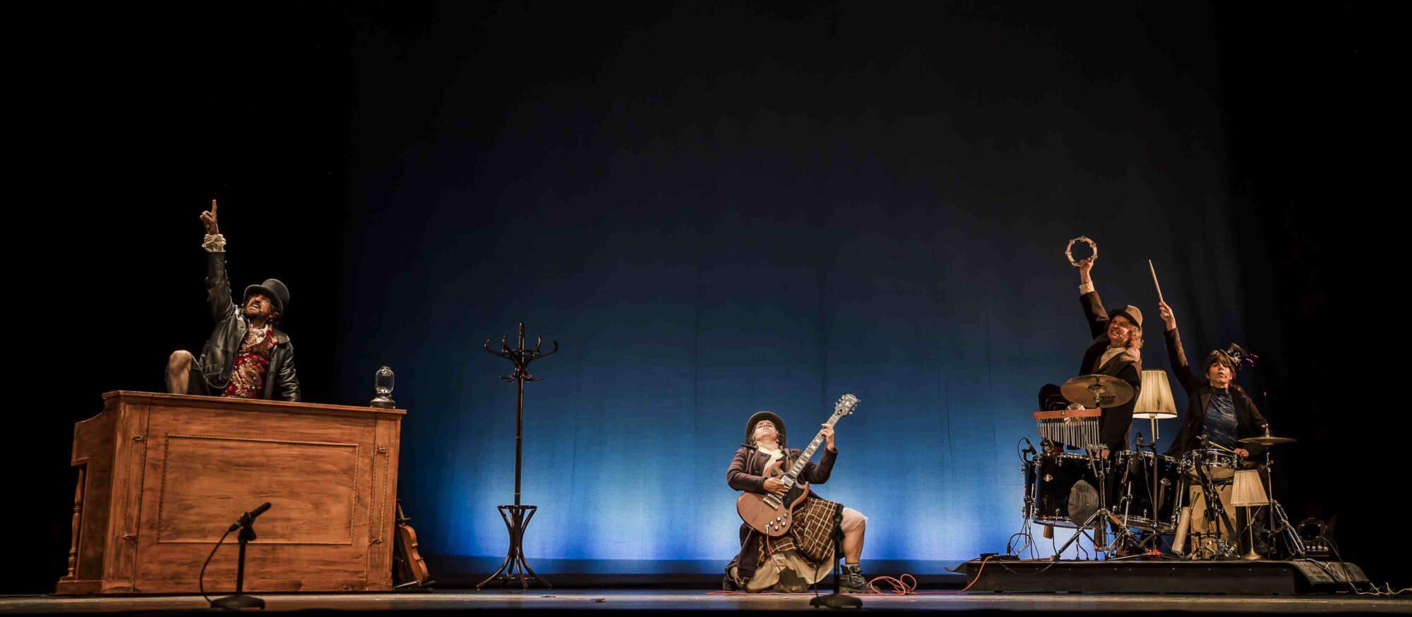 Un instante de 'Paüra', de la compañía Lucas Escobedo. Fotografía cortesía del Teatre Rialto.